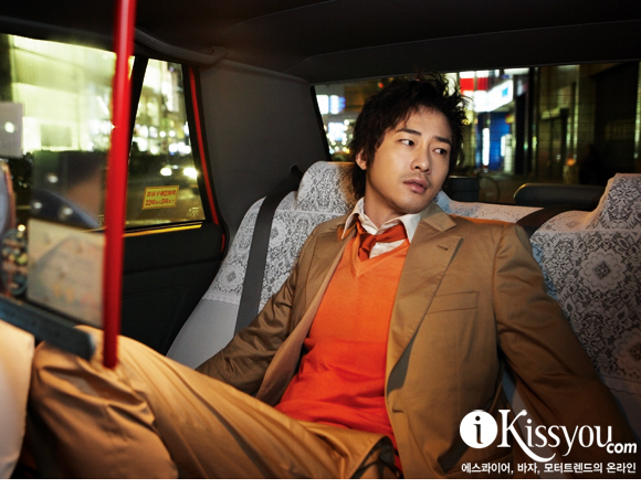 Kang Ji Hwan in BAZAAR (3/09)