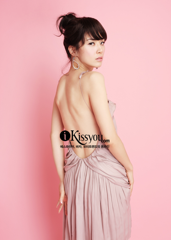 Lee Bo Young in Esquire (3/09)
