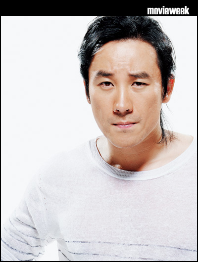 Uhm Tae Woong in MovieWeek (7/17/09)